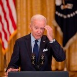 Solicitudes de desempleo disminuyen en medio de críticas hacia Joe Biden