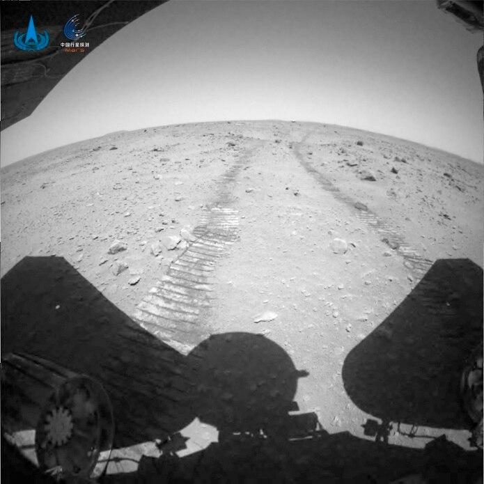"""El """"Zhurong"""" ha estado operando en la superficie del planeta rojo durante 42 días marcianos y se ha desplazado unos 774 pies."""