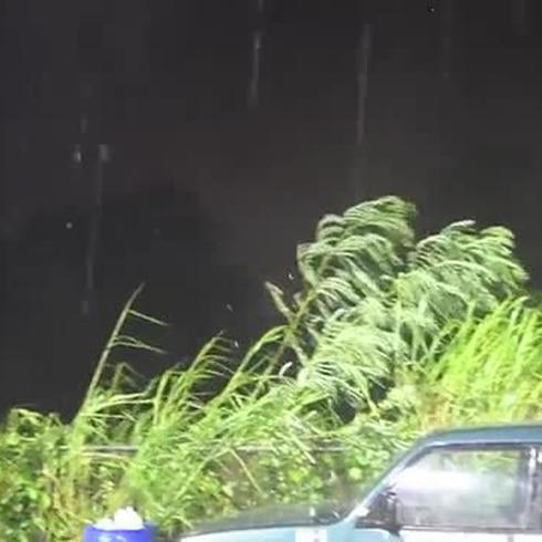 Lluvia y fuertes vientos en Humacao