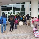 Padres voluntarios abarrotan el complejo ferial en Ponce