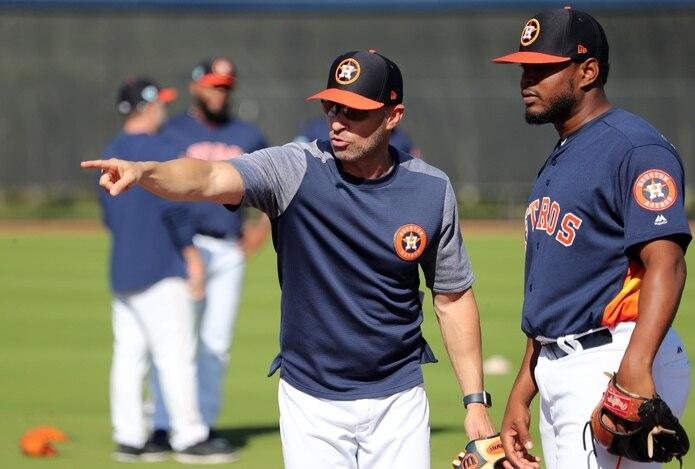 El puertorriqueño Josué 'Joe' Espada se ha mantenido entrenando con grupos pequeños de jugadores de los Astros de Houston.