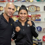 Boxeadora mexicana Arely Muciño firma contrato con Miguel Cotto Promotions