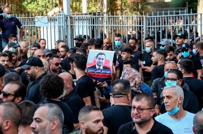 Los peores disturbios en años dejan seis muertos y miedo al sectarismo en Beirut.