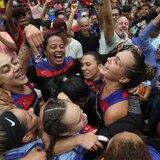 Las Atenienses celebran el campeonato