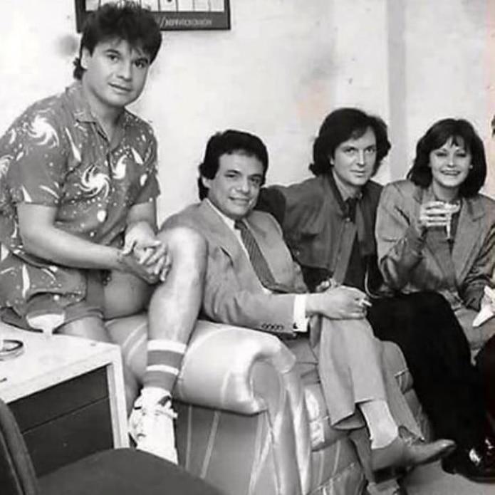 Juan Gabriel, José José, Camilo Sesto y Rocío Durcal en la disquera Ariola, en Los Ángeles, donde coincidieron los cuatro. (Suministrada)
