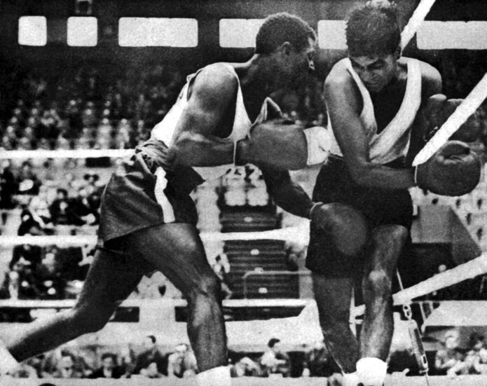 El peleador Juan Evangelista Venegas participó de la primera delegación de Puerto Rico y fue el primer medallista olímpico boricua.