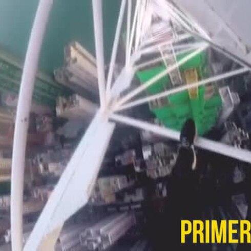 Adolescente trepa la grúa más alta del mundo