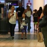 Principales centros comerciales no abrirán más temprano los domingos... por ahora