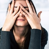 El estrés podría causar cambios hormonales en la mujer