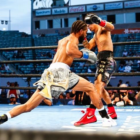 Manny Rodríguez tuvo un 'no contest' ante Gary Russell