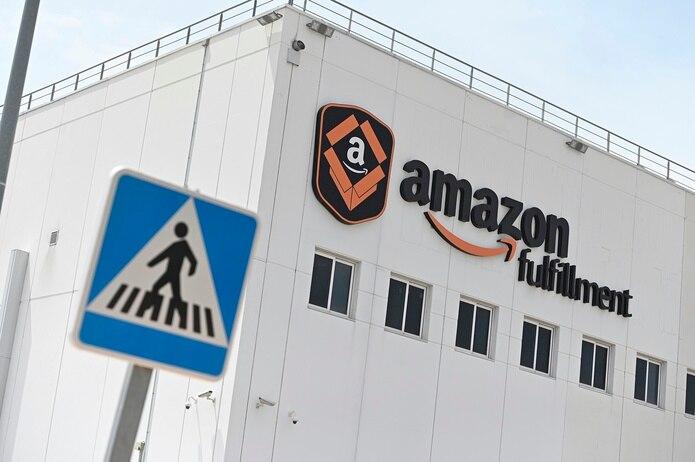 El salario inicial de Amazon es de 15 dólares por hora, pero con los mercados laborales creciendo con tanta estrechez en varias regiones del país, la compañía dijo que los recién contratados podrían ganar hasta 22.50 dólares por hora.