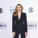 Exestrella de Disney Bella Thorne recibe galardón por dirigir película porno