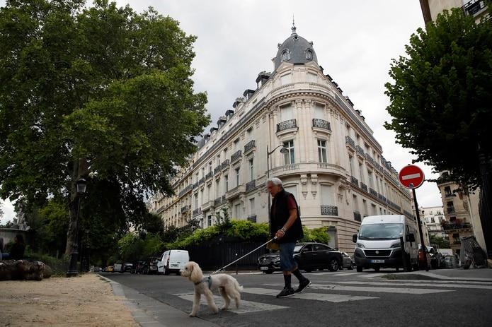 El Ayuntamiento cree que el plan está bien adaptado al centro de la capital francesa por estar bien comunicada con el transporte común y porque los residentes no suelen tener coche.