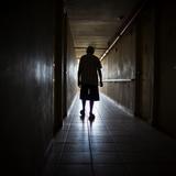 El gobierno pudiera cerrar hogar de ancianos con brote de coronavirus si se confirma negligencia