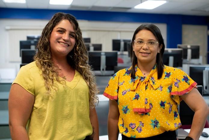 La estudiante Alejandra Nazario y la profesora Leyniska Burgos Alayón laboraron en la creación de la herramienta que necesitaban los estudiantes de la UPR para capturar meteoritos.
