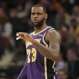 LeBron James queda fuera de los playoffs