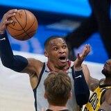 Russell Westbrook hace historia al empatar marca de triple-dobles en la NBA