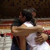 Piculín Ortíz se emociona viendo a su hija voleibolista