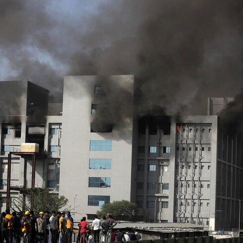 Dramático incendio en fábrica de vacunas