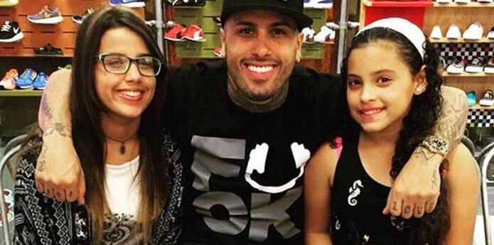 Algunos de sus fanáticos, incluso, le sugirieron que grabara una colaboración junto a la niña (a la derecha), que ya debe tener 13 años. (Instagram/@nickyjampr)