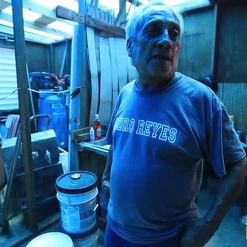 El drama de vivir bajo un toldo de FEMA