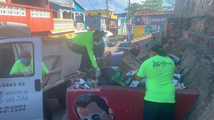 Recogido de escombros y basura en San Juan.