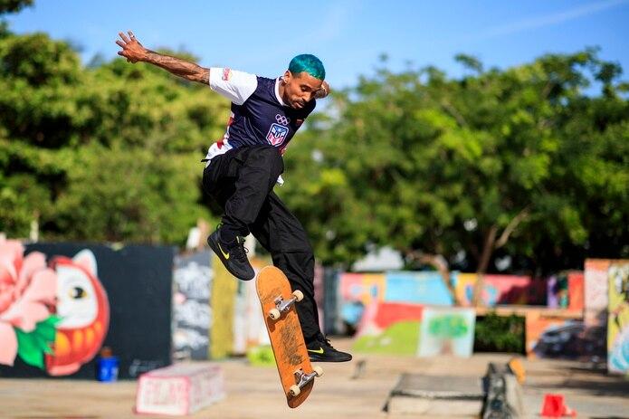Manny Santiago es uno de dos skateboarders boricuas que competirán en Tokio.