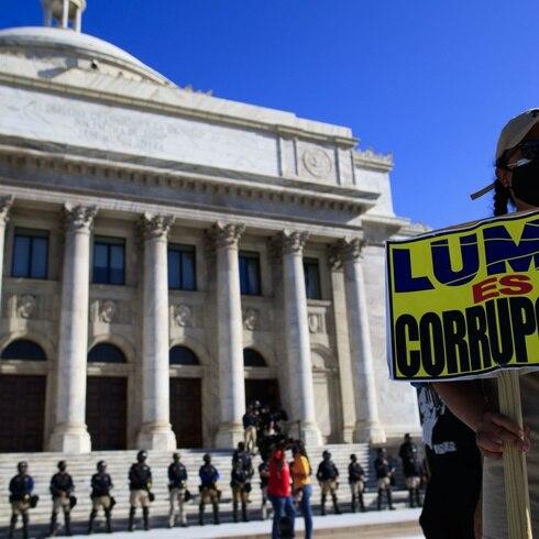 Manifestación contra LUMA frente al Capitolio