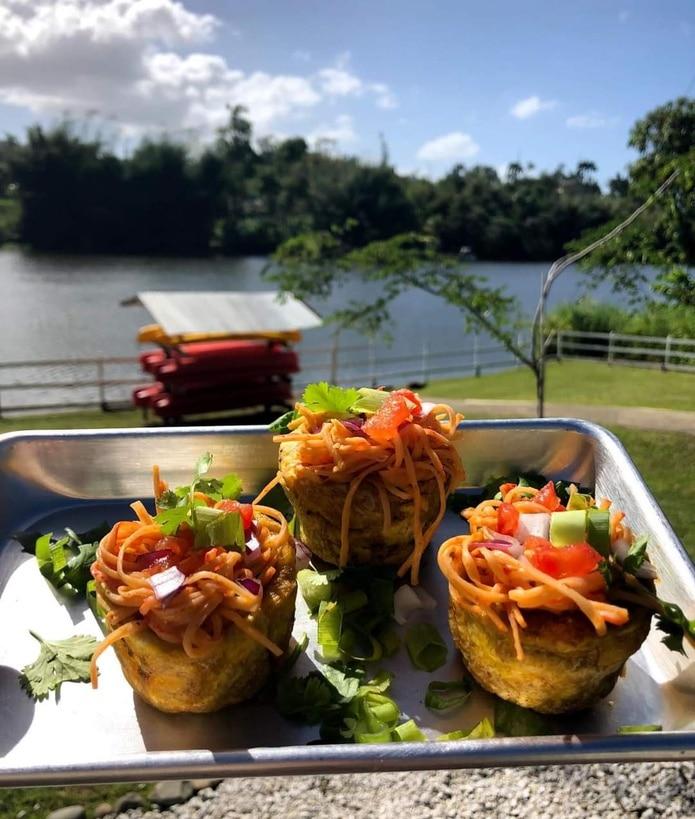 La Fogata Outdoors Food & Drinks ubica dentro del terreno de Paddle Paradise Puerto Rico.