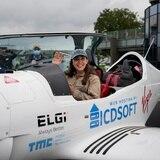 Mujer de 19 años va a darle la vuelta al mundo piloteando en solitario