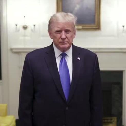 Reaparece Trump con COVID-19