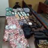 Arrestan a tres personas y ocupan armas y gran cantidad de sustancias controladas en Manatí