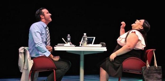 Giovanni Haddock y Norwill Fragoso protagonizan la pieza teatral. (Rafi Claudio / CBA Santurce)