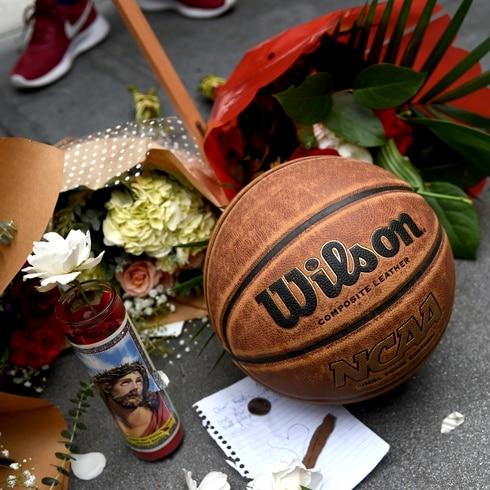 Fanáticos lloran la muerte de Kobe Bryant