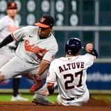 Orioles aplastan 13-3 a los Astros en su casa