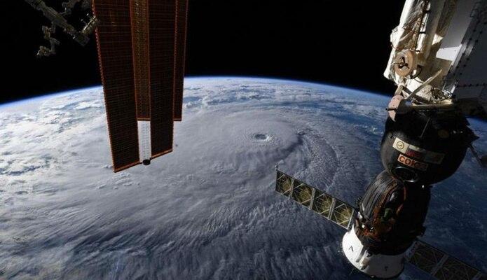 La nave Soyuz MS-09 puede ser utilizada para el regreso a la Tierra de tres tripulantes de la ISS, tal y como estaba previsto en el programa de vuelo. (EFE)
