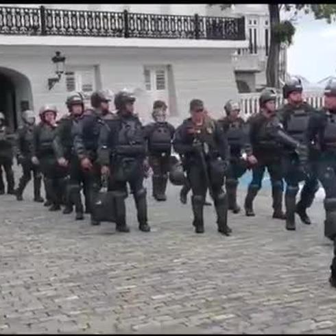 Movilizan Fuerza de Choque a manifestación en La Fortaleza