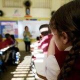"""Maestros denuncian """"conspiración"""" en el programa de vales educativos"""