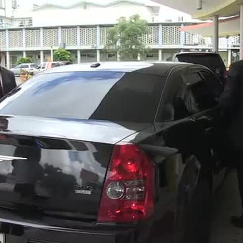 Gobernador auxilia a policía de su escolta accidentado en choque