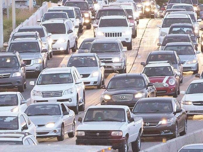 Se le recomienda a los conductores a tener precaución porque el pavimento está mojado y, de ser posible, a tomar vías alternas. (Archivo / GFRR Media)