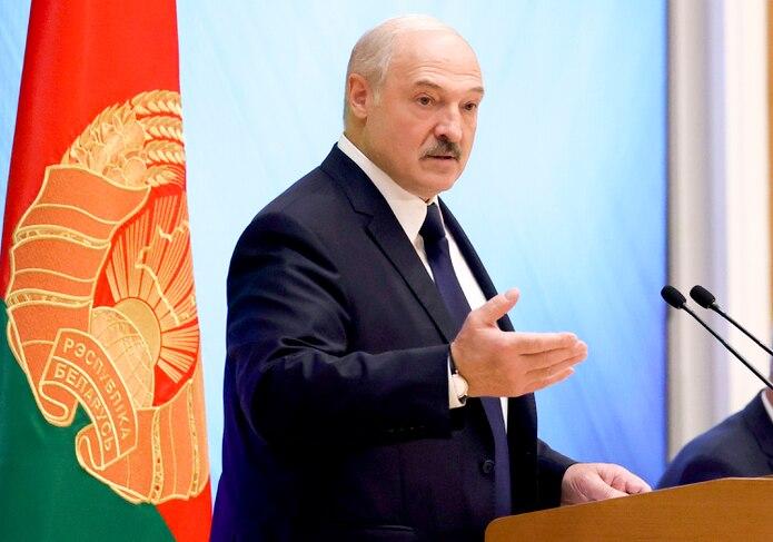 El presidente de Bielorrusia, Alexander Lukashenko, durante un encuentro con activistas políticos de su país, en Minsk, Bielorrusia.
