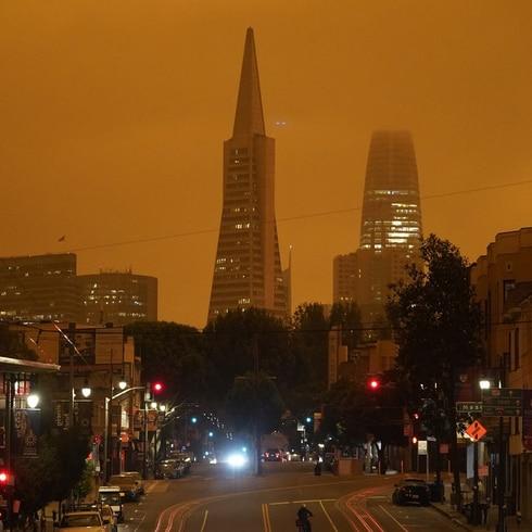 Impresionante humo de los incendios forestales cubre a San Francisco