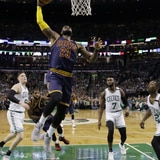 LeBron James superó a Jordan y Cleveland alcanzó el título del Este