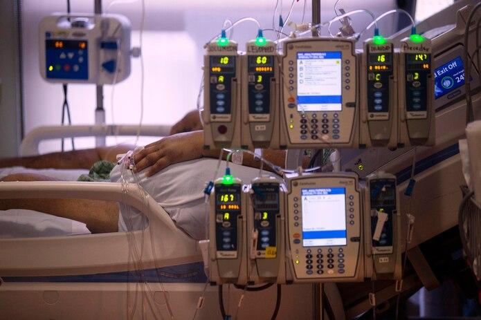 La cifra de muertes por COVID-19 en Estados Unidos llegó a 400,000 el 19 de enero, en las últimas horas de la presidencia de Donald Trump, de quien expertos en salud pública consideran que manejó mal la crisis y ello llevó a un fracaso singular.