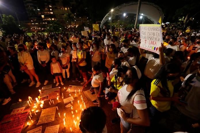 Colombianos residentes en Panamá se reúnen durante una vigilia en apoyo a las protestas el 5 de mayo.