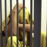 Arrestan hombre por amenazar a su padre con arma de fuego