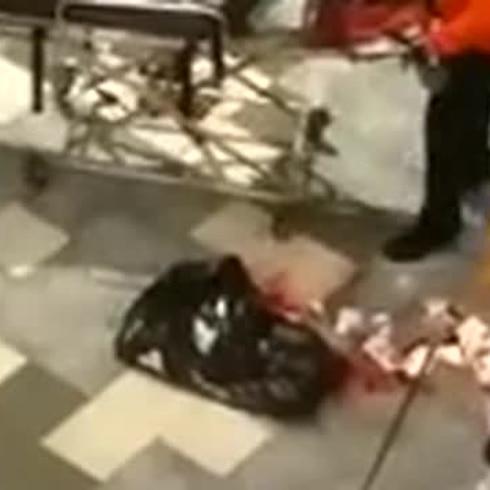 Hombre ensangrentado en Plaza las Américas tras incidente violento