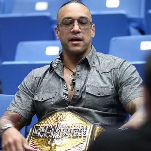 Damien Priest en la cumbre de la lucha libre