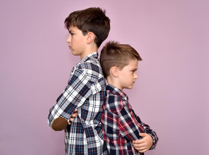 Previo a la preadolescencia, los padres, madres y tutores deben tener una participación en la mediación de conflictos de los hijos e hijas, según la naturaleza del problema.