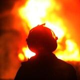 Bomberos hallan a mujer sin vida en hogar incendiado